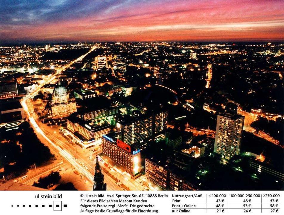 In unseren Städten wie hier in Berlin gibt es auch nachts kaum Dunkelheit.  | Foto: dpa Zentralbild