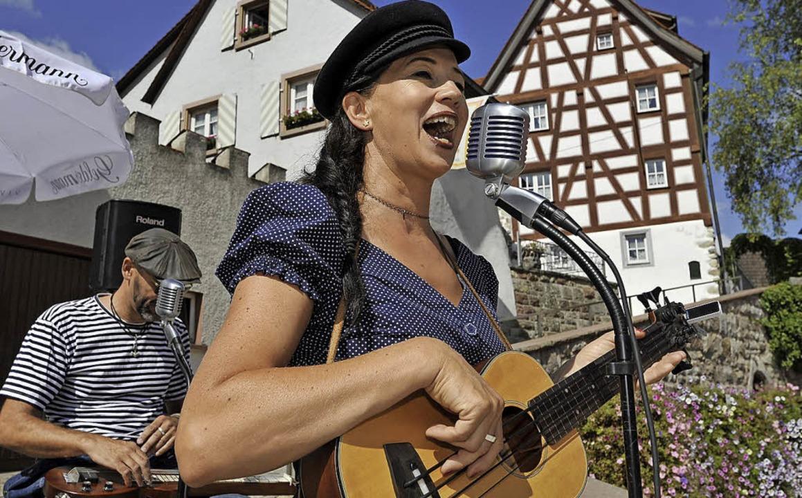 Lieder von Liebe und Meer spielen Maria und die Maratongas.  | Foto:  Roland Sigwart