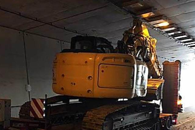 Bagger bleibt im Rappensteintunnel hängen – A 98 für Tage gesperrt