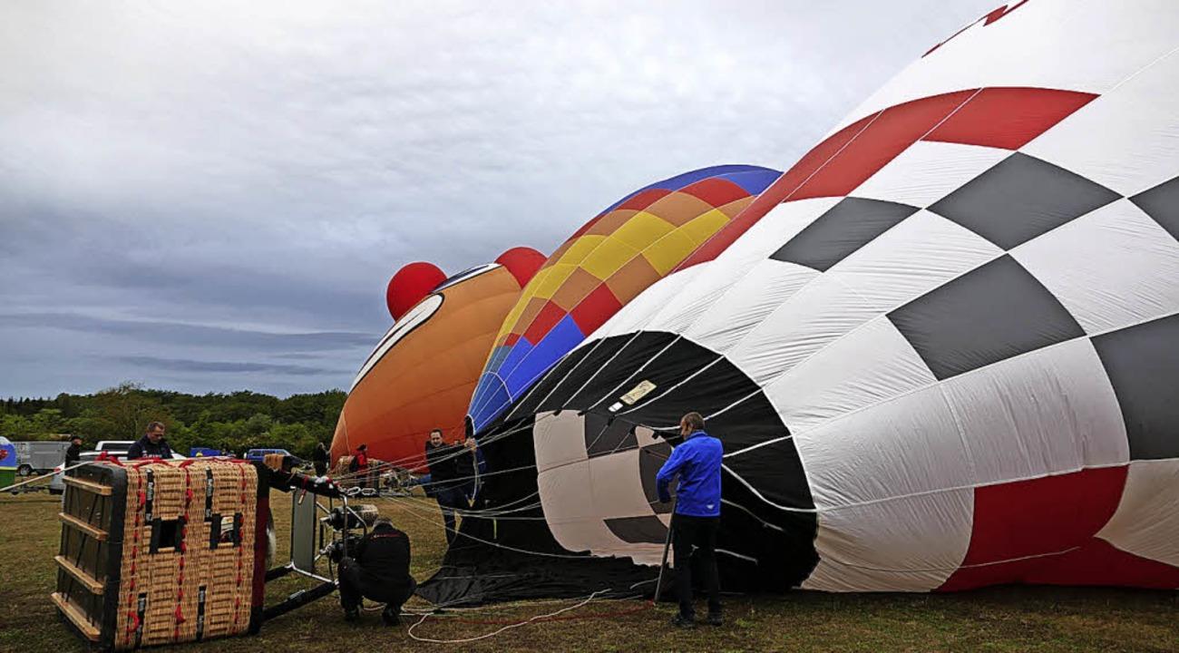 Die Ballons werden nach und nach mit Luft befüllt.   | Foto: Susanne Ehmann