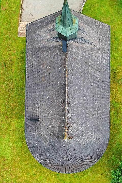 Das  Dach der Langenordnacher Kirche strahlt dem Herrgott entgegen.    Foto: Philippe Thines