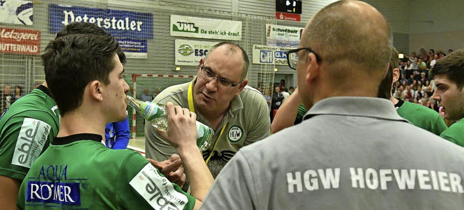 Was erwartet Trainer Michael Bohn (Mit... den HGW Hofweier in der neuen Runde?   | Foto:  Wolfgang Künstle
