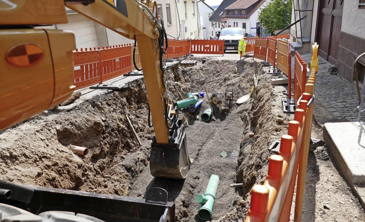 Im oberen Bereich der Bergstraße läuft derzeit die Erneuerung des Kanalsystems.   | Foto: Juliane Kühemund