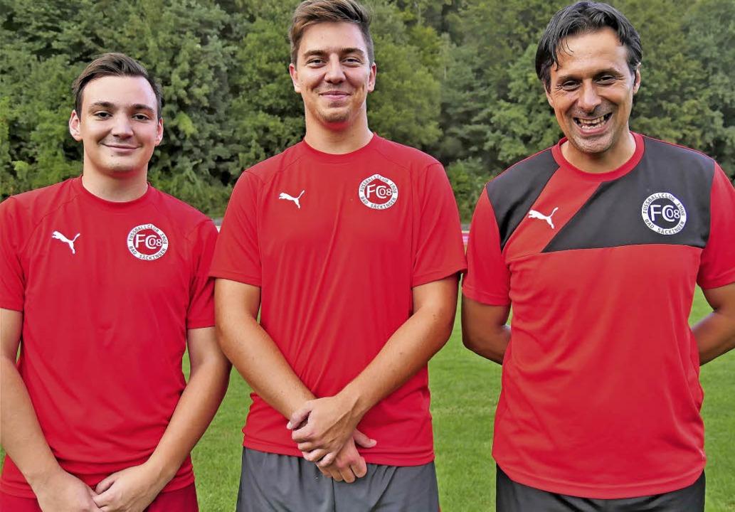 Trainer Rusmir Omeragic  (rechts) hat ...Lukac (links) und Lion Weger gehören.   | Foto: Jörn Kerckhoff