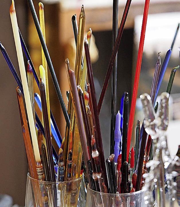 Aus Stäben wird Glas geformt.  | Foto: Susanne Gilg
