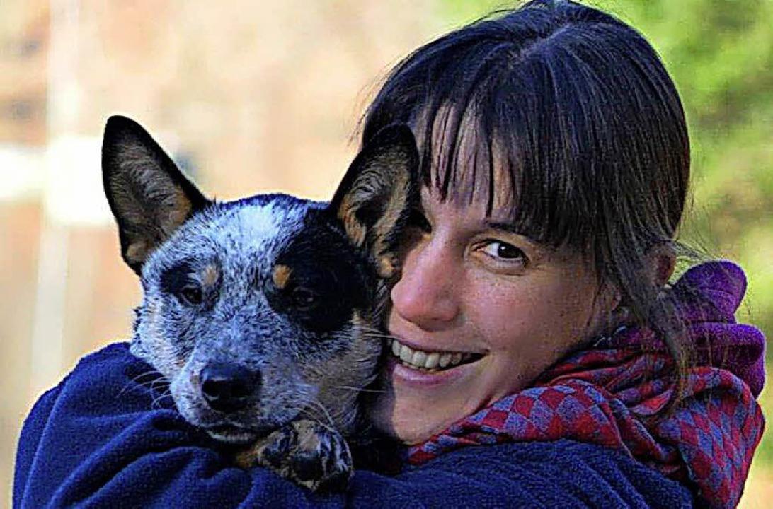 Geraldine Bach mit Bojars  Kumpel, einem Cattle-Dog.     Foto: Bach