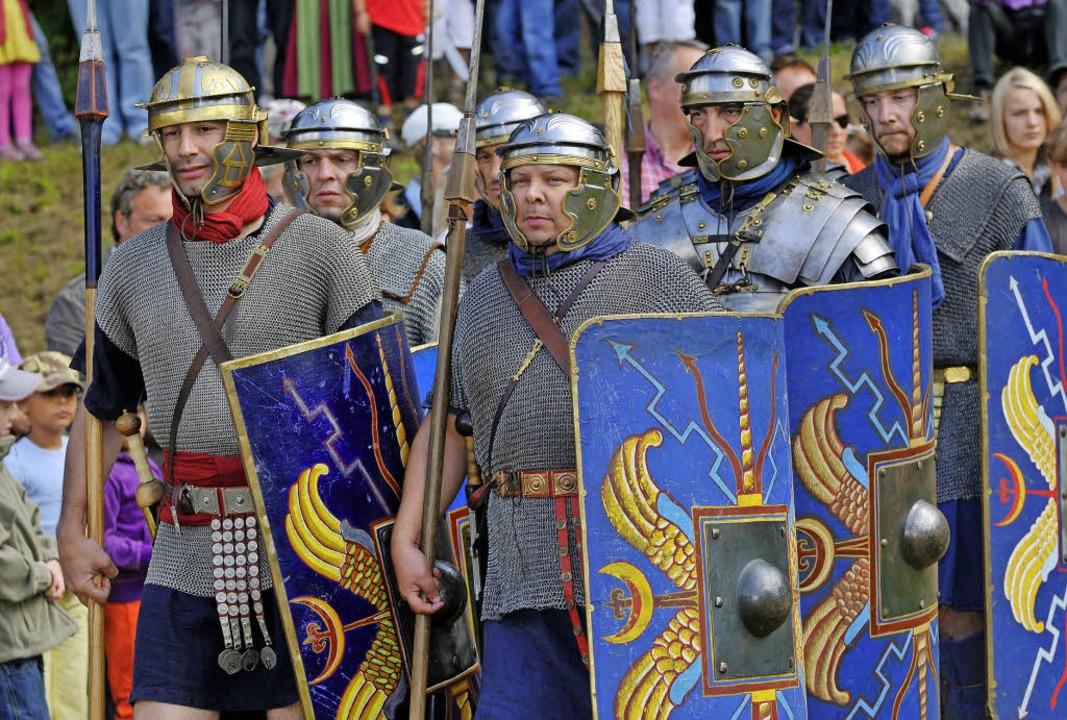 Die Legion marschiert in Hüfingen auf....chichte der Römer hautnah miterleben.     Foto: Stadt Hüfingen