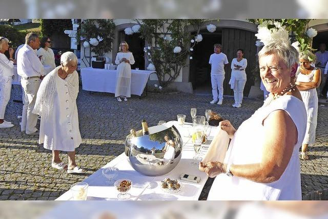 Raich diniert ganz in Weiß