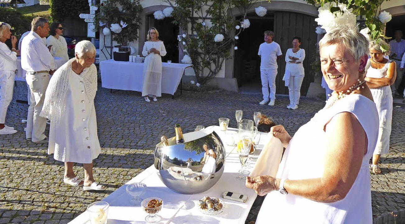 """Luftig-leicht, kulinarisch vielfältig ...lanc"""" auf dem Dorfplatz in Ried.    Foto: Sonja Eiche"""