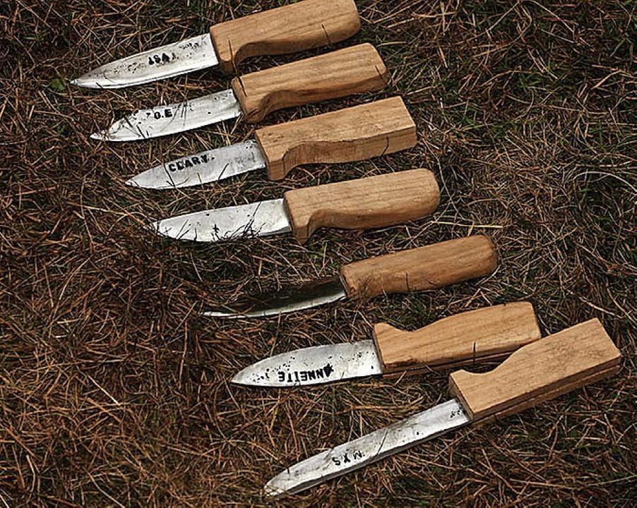 Selbstgeschmiedet: Messer der Kirchzartener Pfadfinder    Foto: Lukas Heitz