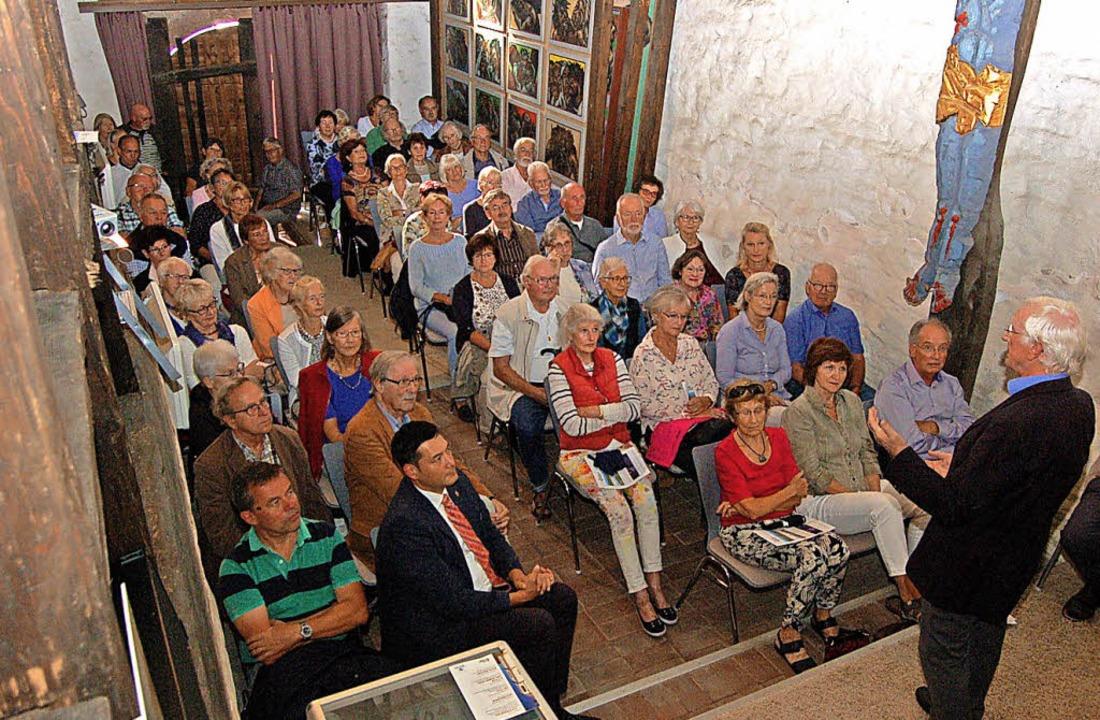 In der St. Michaelskirche sind alle Plätze belegt.    Foto: Christian Ringwald