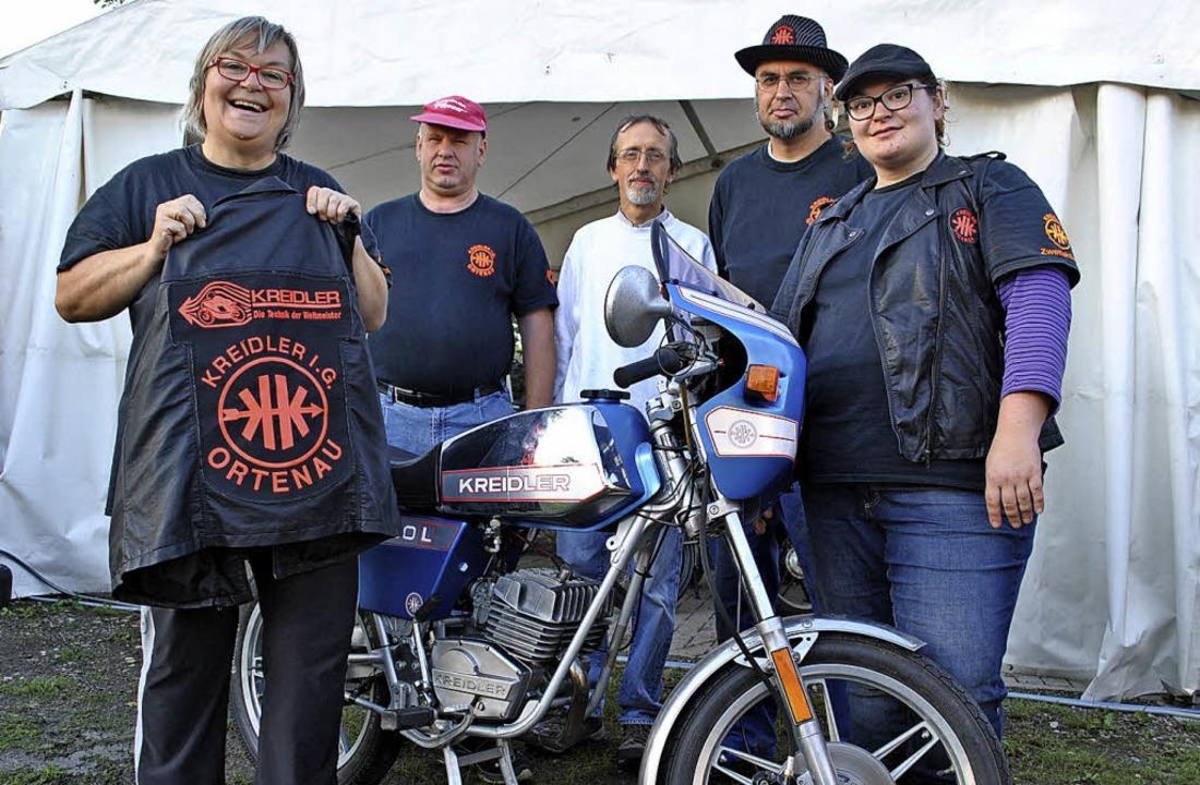 Mit Kult-Moped: die Kreidler-Fans Mari...urr, Robert Kern und Ricarda Bönisch.   | Foto: Archivfoto: Robert Ullmann
