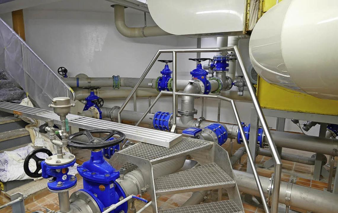 Ein Blick in die Wasserverteilungsanla...ik auf den neuesten Stand zu bringen.   | Foto: Manfred Frietsch/Stefan Schöflibn