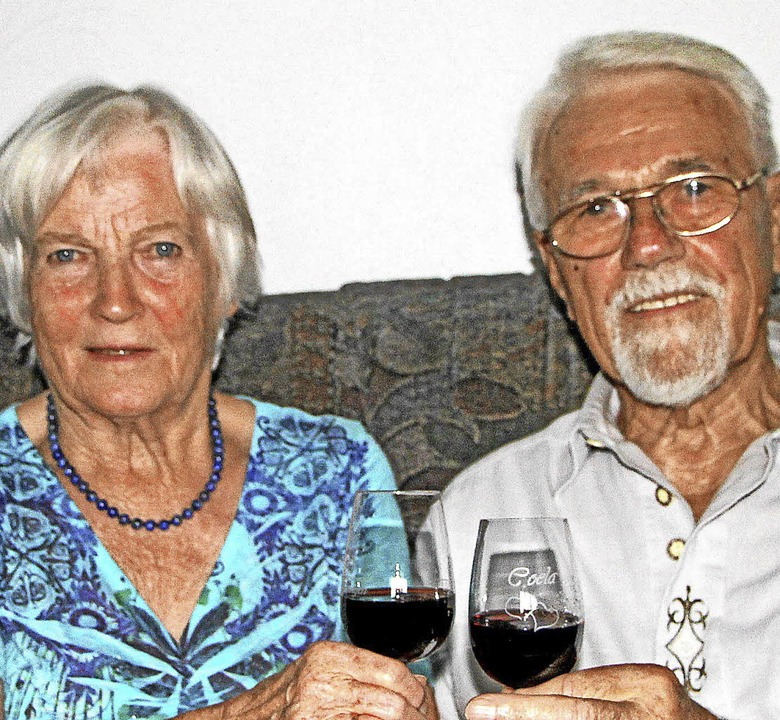 Bei einem Glas Spätburgunder blickten ...osef  Geppert auf 60 Ehejahre zurück.     Foto: Herbert Trogus