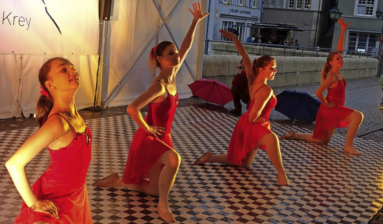 Eine choreografische Zeitreise bietet ...lettschule Krey auf der Laufenbrücke.     Foto: Roswitha Frey