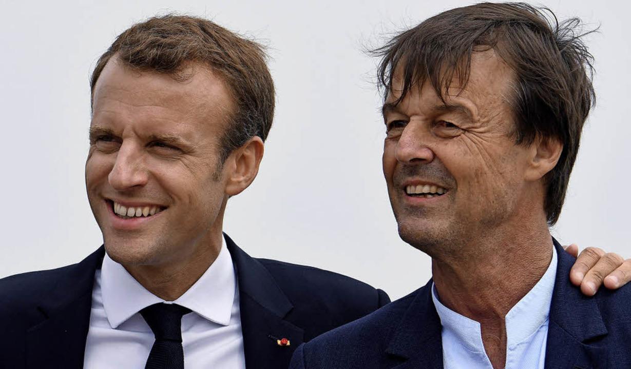 Emmanuel Macron (links) verliert in Nicolas Hulot einen beliebten Minister.   | Foto: AFP