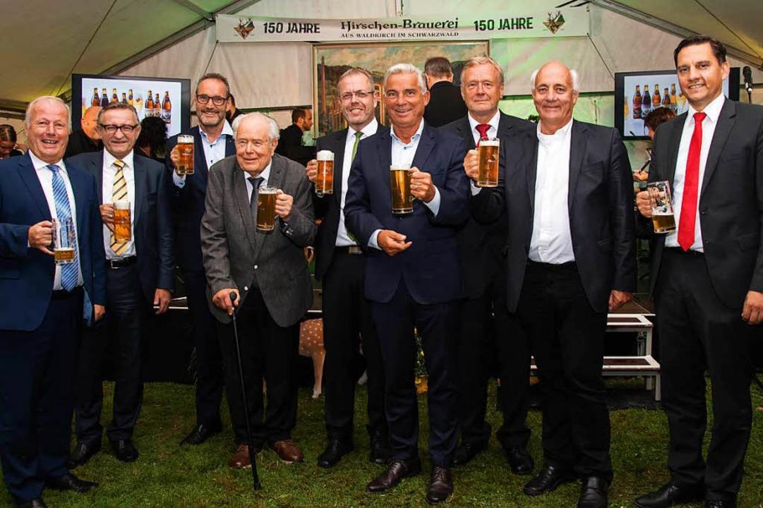 Viel Prominenz aus Bundes-, Landes- un...rnhard Neff von der Hirschen-Brauerei.  | Foto: Helmut Rothermel