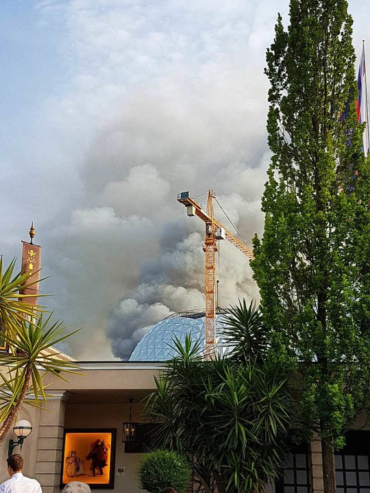 Dichter Rauch stieg am 26. Mai über dem Europa-Park auf.    Foto: Karl Kovacs