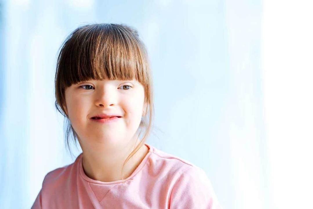 Ein Mädchen mit Down-Syndrom  | Foto: Lightfield Studios - stock.adobe.com