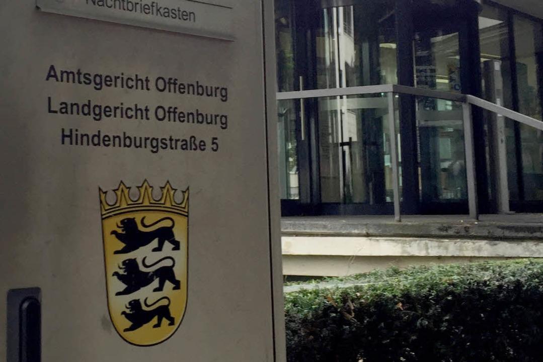 Vor dem Landgericht  Offenburg wird verhandelt.  | Foto: dpa