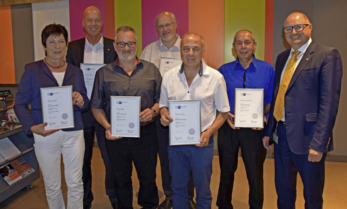 Die Sto-Jubilare von links: Christel K...tand Markenvertrieb Sto Deutschland).     Foto: Regina Mahler