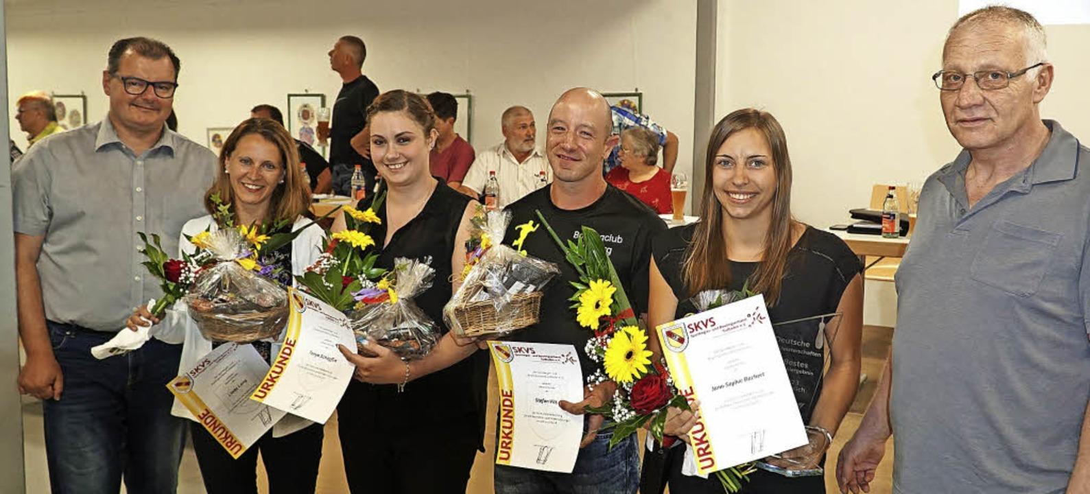 Für herausragende  Leistungen ehrten S...Stefan Vitt und  Jana-Sophie Bachert.   | Foto: Bächle