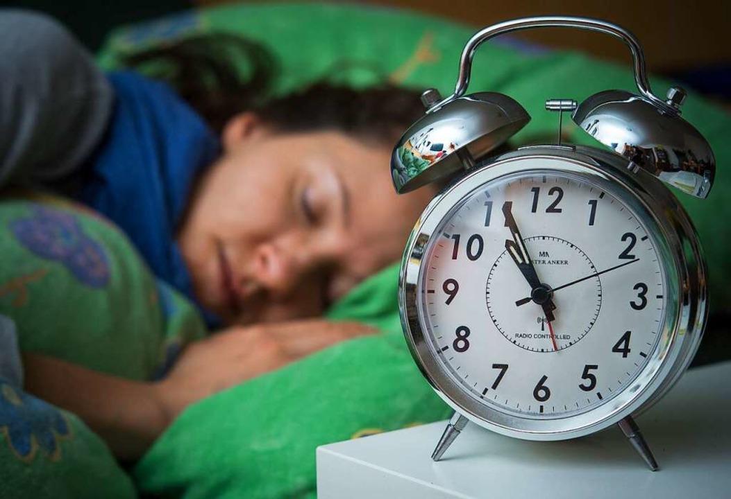 Die einen schlafen bereits, andere hingegen arbeiten um kurz vor 23 Uhr.   | Foto: dpa/Thomas Kunz