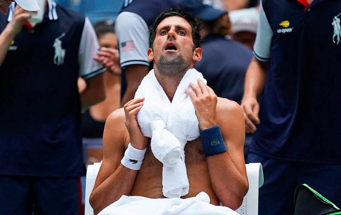 Der Serbe Novak Djokovic kühlt seinen ... dabei noch Leistungssport zu treiben.  | Foto: AFP