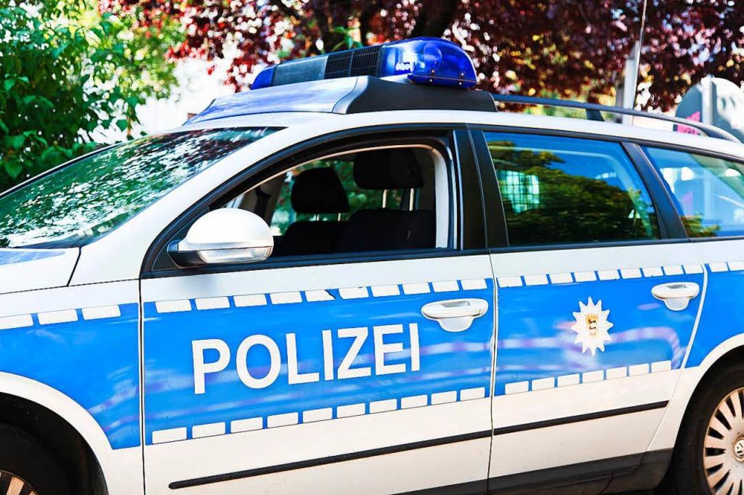Auf der Rückbank eines Polizeiautos ve...er 36-Jährige das Heroin. (Symbolfoto)    Foto: Dominic Rock