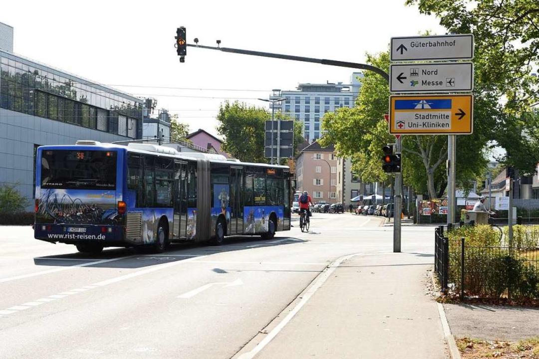 Der 36-Bus biegt regelmäßig von der Ge... das zu brenzligen Situationen führen.  | Foto: Rita Eggstein