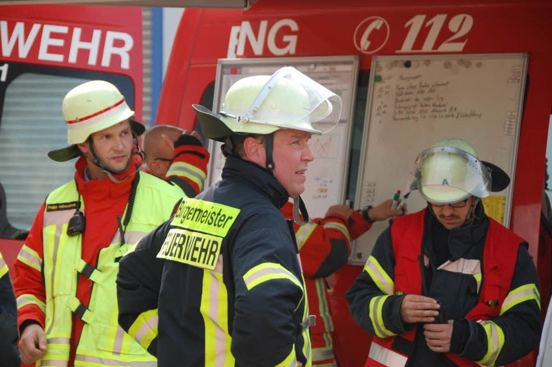 Auch Bürgermeister Philipp Schmid war als Feuerwehrmann im Einsatz  | Foto: Herbert Frey