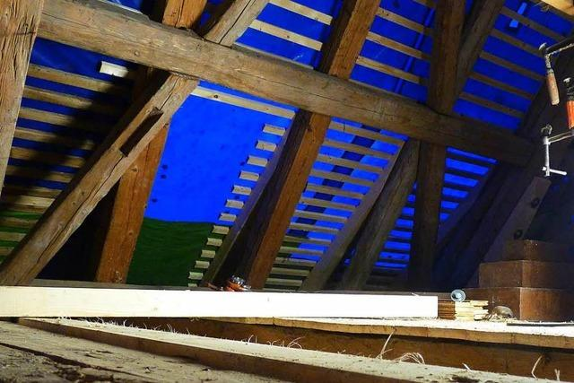 Mann wirft in Lörrach mit Dachlatten auf das Nachbarhaus