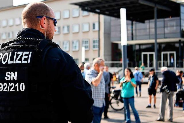 Liveblog: Polizei spricht von 900 Teilnehmern bei Demonstration von Rechten