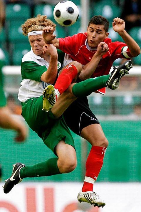 Großer Einsatz im Finale: Rahman Soyud...ts), damals Toptorjäger der A-Junioren    Foto: dpa