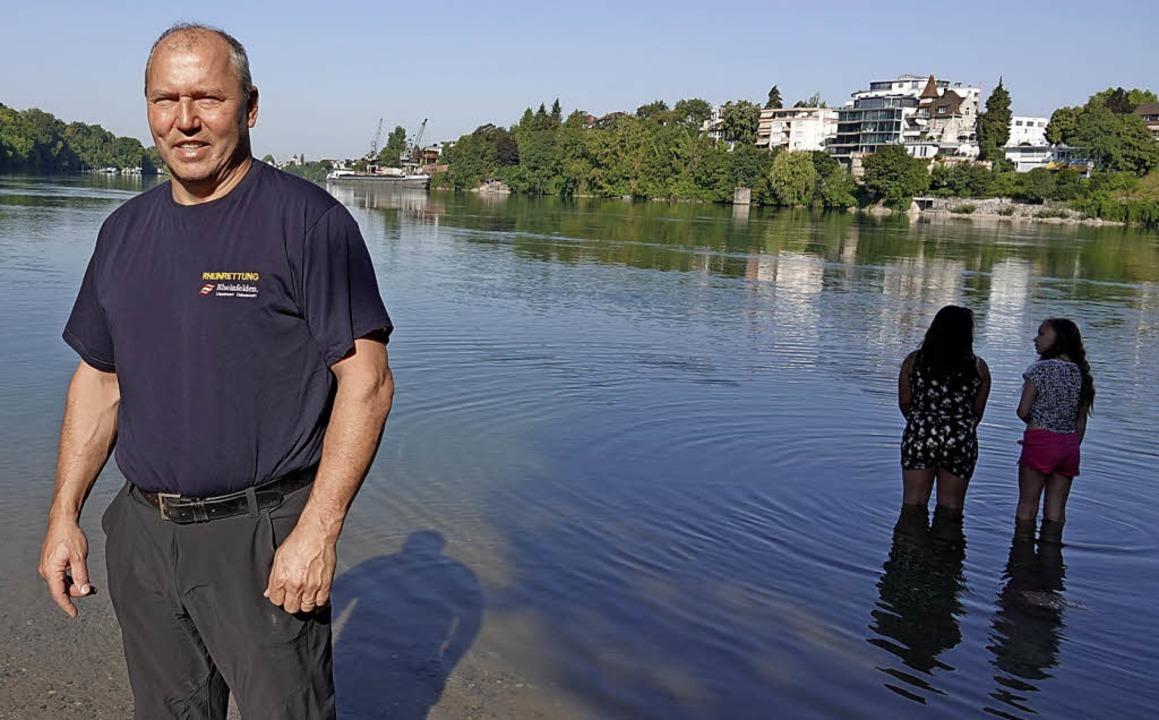 Richard Gräf hofft, dass der Pegel bald wieder steigt.   | Foto: Zumsteg