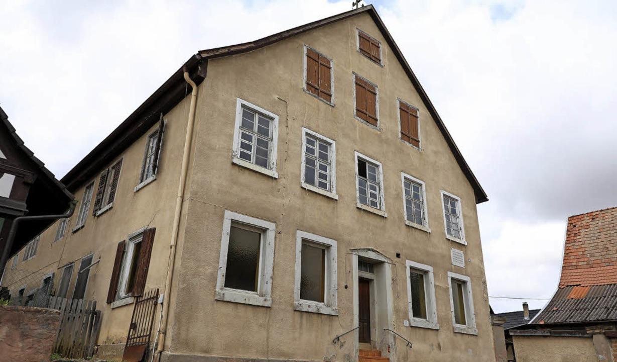 Dem Abriss geweiht ist das alte Gastha...auf dem Areal drei Wohnhäuser gebaut.     Foto: Christoph Breithaupt