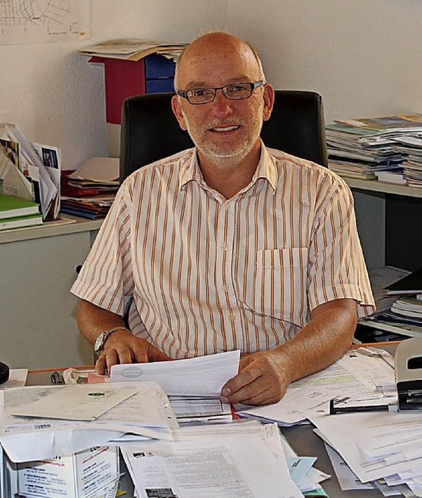Axel Moick an seinem Arbeitsplatz im Rathaus   | Foto: Reinhard Cremer
