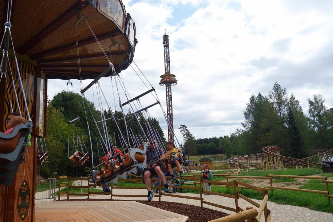 Im Löffinger Tier- und Freizeitpark ka...teht der 38 Meter hohe Freefall Tower.  | Foto: Florian Kech