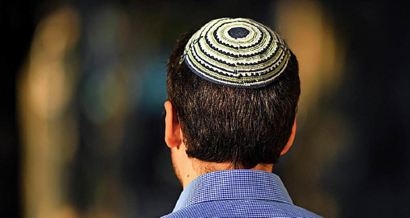 Ein jüdischer Mann mit Kippa  | Foto: dpa