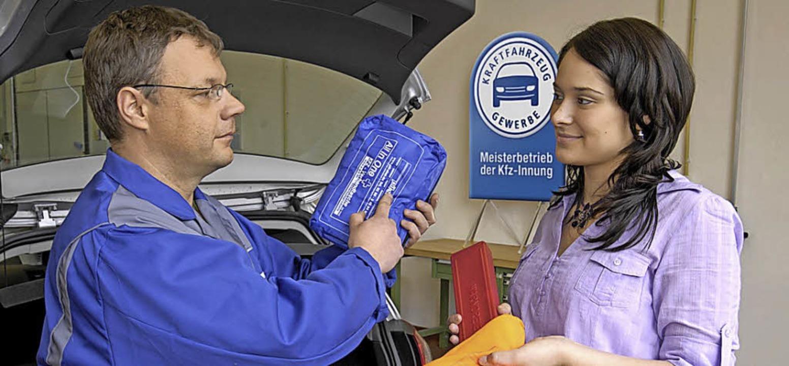 Ein zeitgemäßes Erste-Hilfe-Set gehört in jedes Auto.     Foto: ZDK