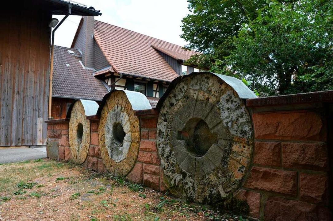 An der Schutterzeller Mühle wird die T...ingang der Gastwirtschaft präsentiert.  | Foto: Felix Lieschke