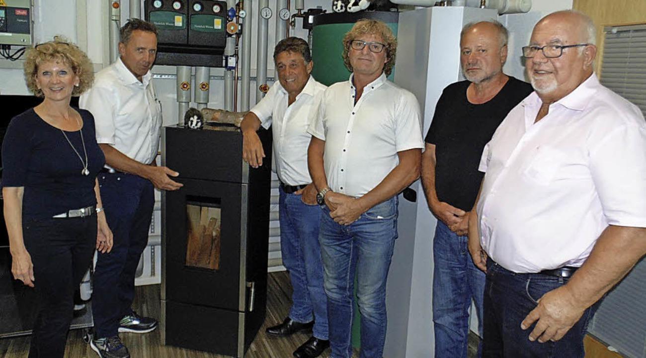 Ilse Degout und Manfred Schäuble führt... links) durch die Firma in Hottingen.   | Foto: Michael Gottstein