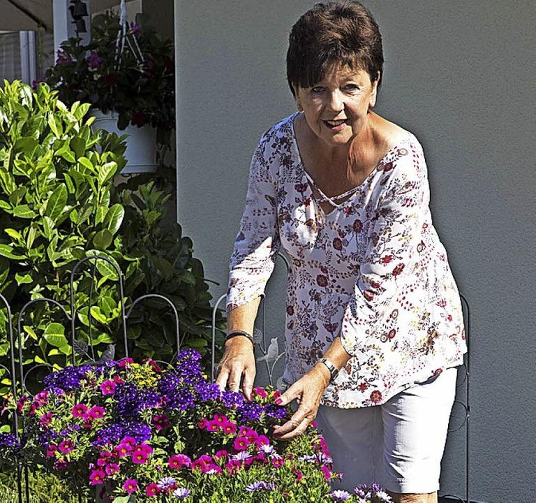 Edith Ermert ist eine begeisterte Hobbygärtnerin.    Foto: Volker Münch