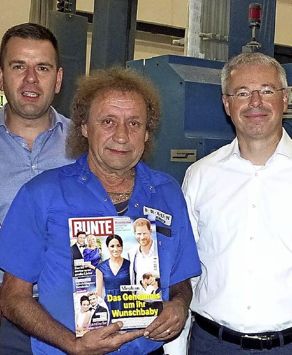 Hugo Hürster (Mitte) gratulieren Wolfgang Kienzle (links) und Heiko Engelhardt.   | Foto: Dieter Fink