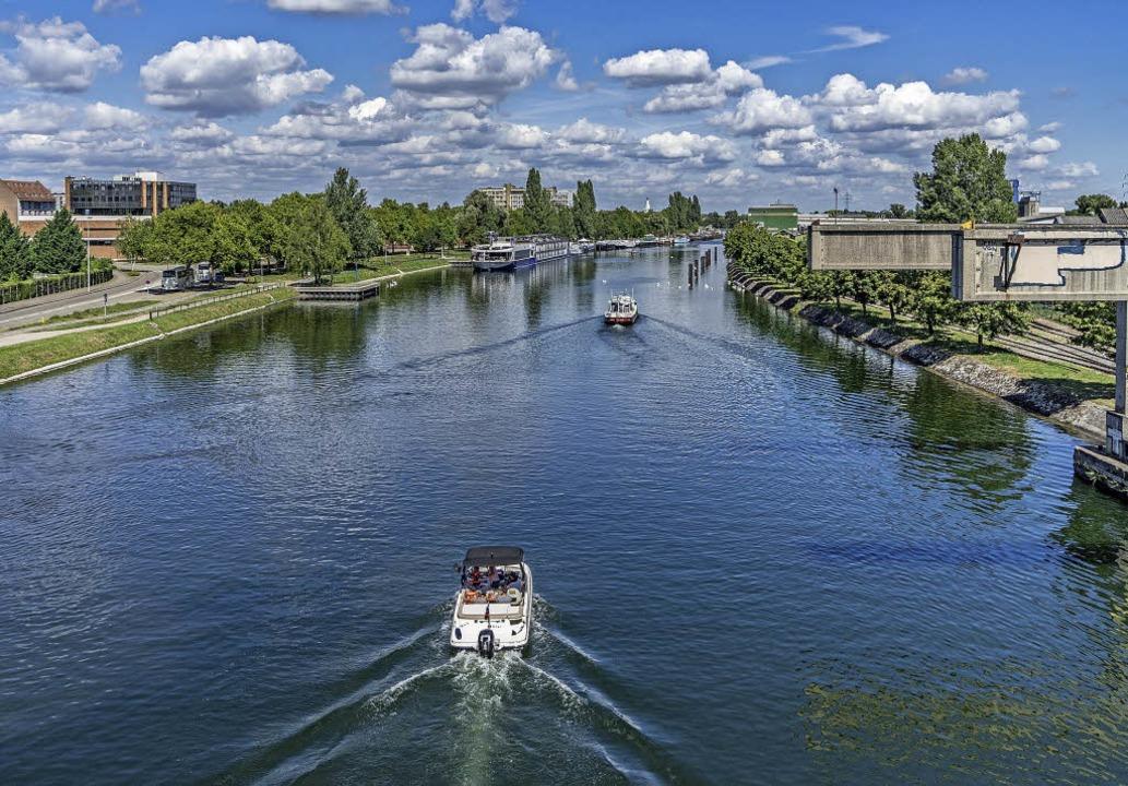 Neuerdings kann man Elektroboote leihe...n Straßburger Wasserwegen zu tuckern.   | Foto: teli