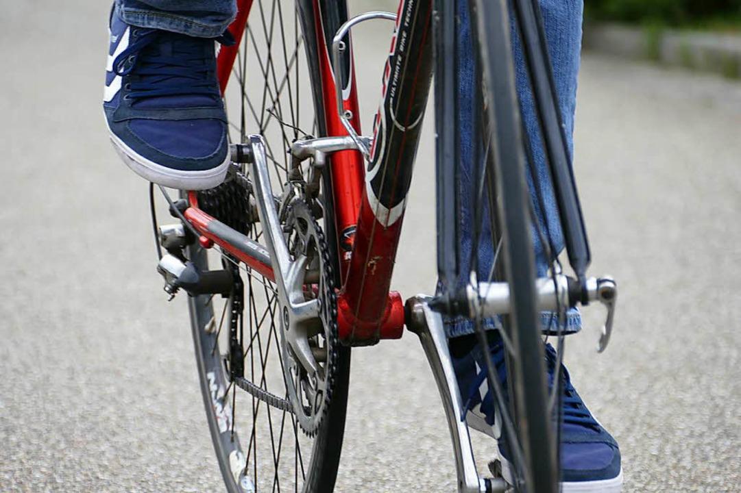 Auf den Sattel und los trampeln: Wer R...dge geflüchteten Frauen das Radfahren.  | Foto: Lena Marie Jörger