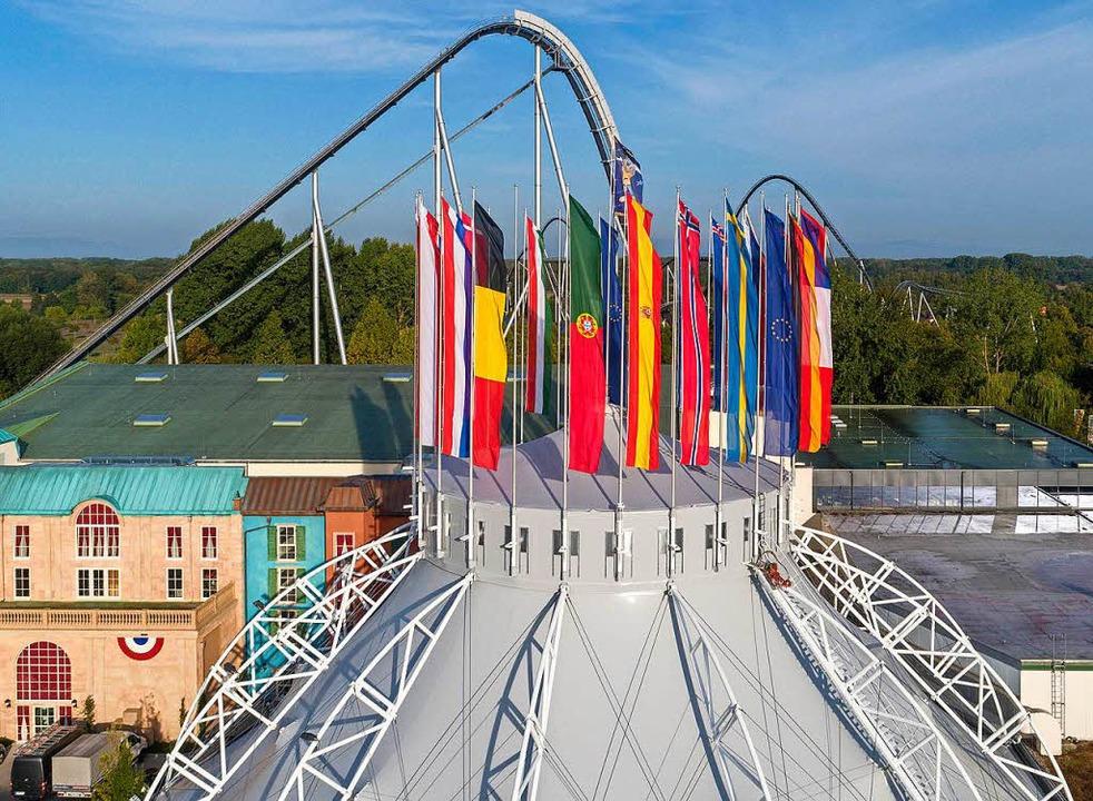 Die Kuppel des Dome wurde saniert und ...anstaltungen unterschiedlich beflaggt.  | Foto: Europa-Park