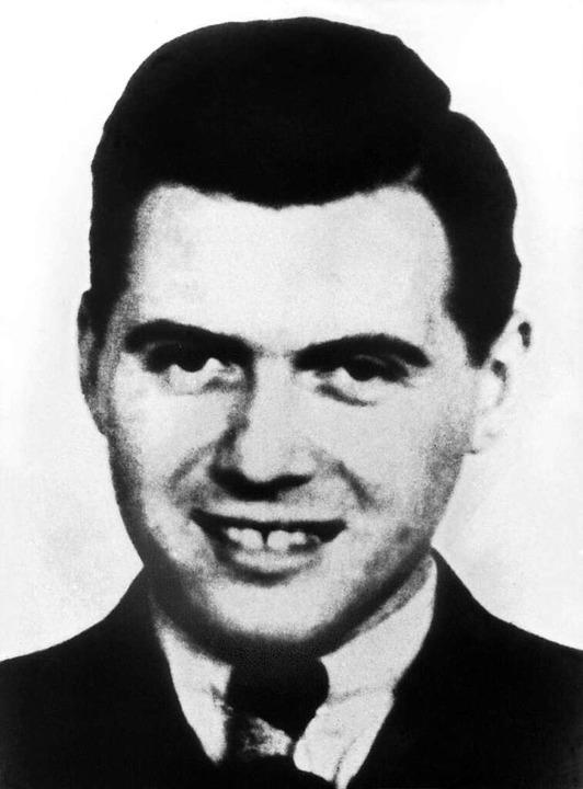 Aufnahme aus dem Jahr 1938: Josef Meng...11-1979), der Lagerarzt von Auschwitz.  | Foto: dpa