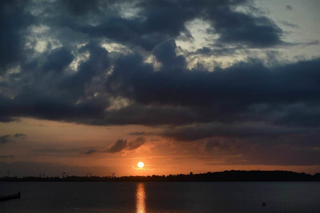 Sonnenaufgang an der Ostsee.    Foto: dpa