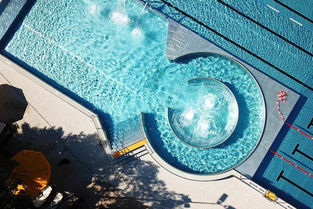 Das renovierte Emmendinger Schwimmbad ...die vor der Eröffnung entstanden sind.  | Foto: Michael Saurer